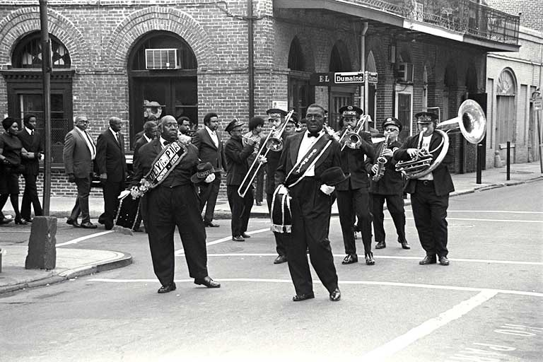 a description of jazz music which originated in new orleans louisiana New orleans, then to chicago and new york: blues music originated in the late 1800s blues vs jazz.